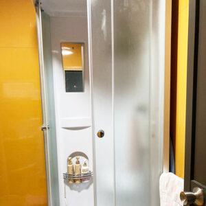 シャワー棟内部