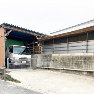 トラック車庫